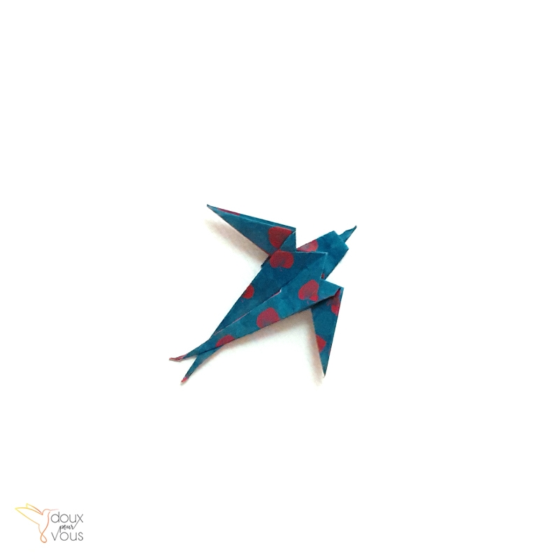 Petite hirondelle en origami.